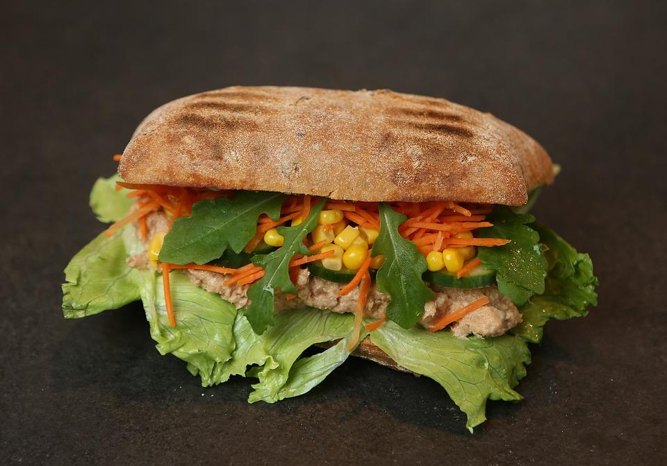 Yvelines : Condamné à trois mois de prison ferme pour avoir volé un sandwich au Thon et deux bouteilles de jus d'orange