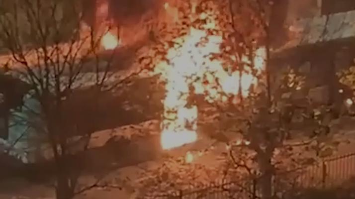 Un bus volontairement incendié à Sartrouville par deux individus qui ont aspergé le véhicule d'essence