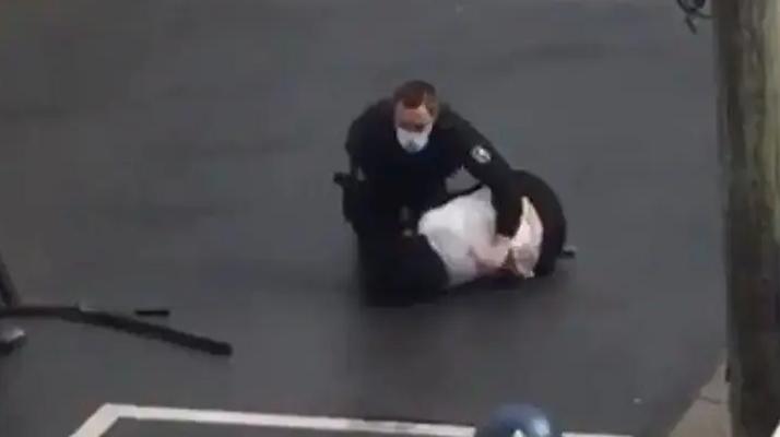 Val d'Oise. (Vidéo) Les images impressionnantes d'un gendarme qui maîtrise une femme armée d'un fusil