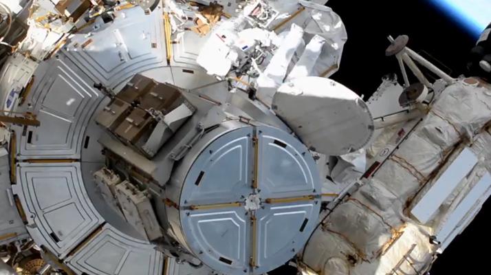 Sortie hors de l'ISS de Thomas Pesquet : Un retour à l'intérieur et une mission partiellement accomplie