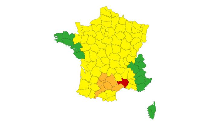 Alerte pluies inondations et orages : Météo France place le département du Gard en vigilance rouge et six autres départements en vigilance orange