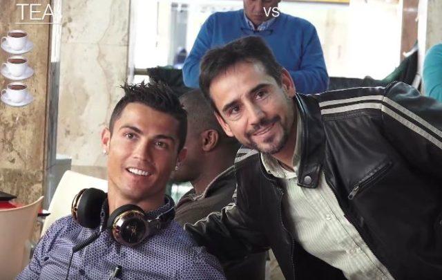 Cristiano Ronaldo harcelé à la terrasse d'un café pour des photos / Capture Youtube