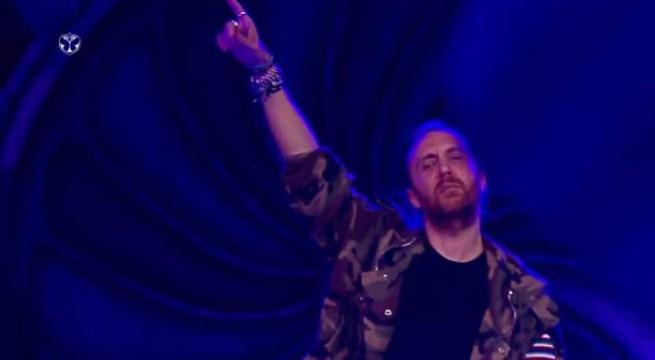 David Guetta rendant un bel hommage à Prince / Capture Facebook Tomorrowland Brasil