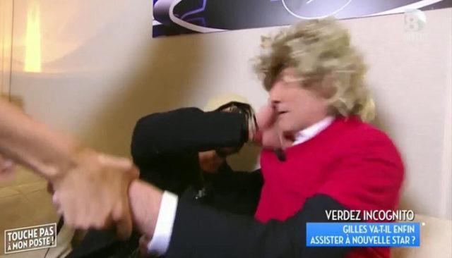 Gilles Verdez se recoit un violent coup au visage en direct / Capture D8 TPMP