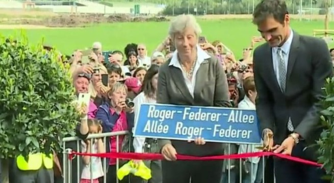 Roger Federer qui inaugure son allée / Capture Youtube