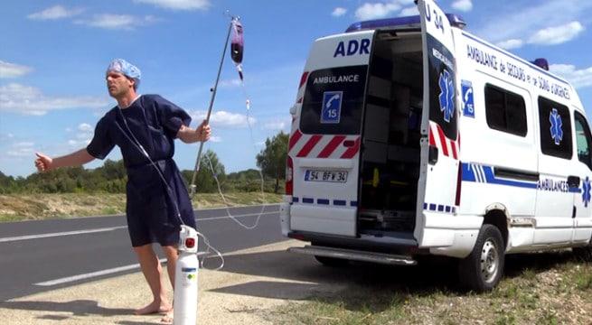 L'humoriste Rémi GAILLARD  dans sa nouvelle vidéo consacrée aux Urgence / Capture Youtube
