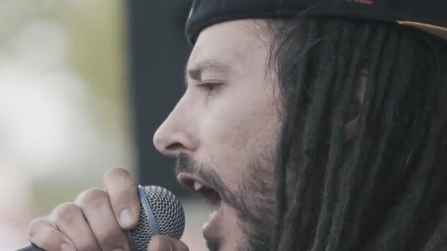 Le chanteur Danakil dans son nouveau clip / Capture Youtube