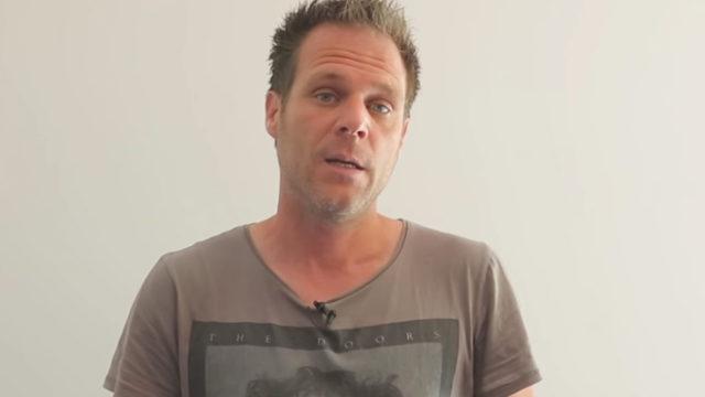 Rémi Gaillard aux côtés de l'association L214 pour dénoncer deux abattoirs français sur la cruauté animalière / Capture Youtube