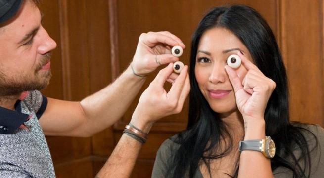 La chanteuse Anggun qui prête son modèle pour sa futur statuette / Via CP Riseup