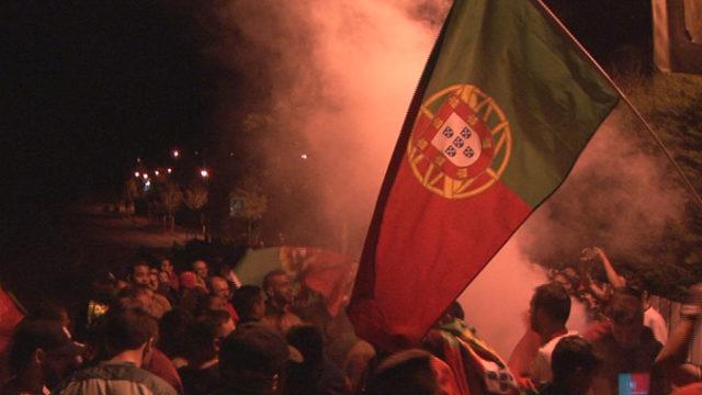 La foule de supporters nombreuse pour venir acclamer l'équipe du Portugal à Marcoussis / Photo J.R pour ©Actu-Mag.fr