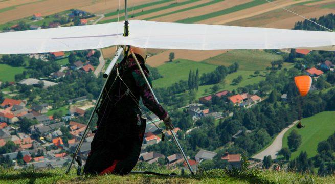 Un deltaplane en phase de décollage / Illustration Pixabay