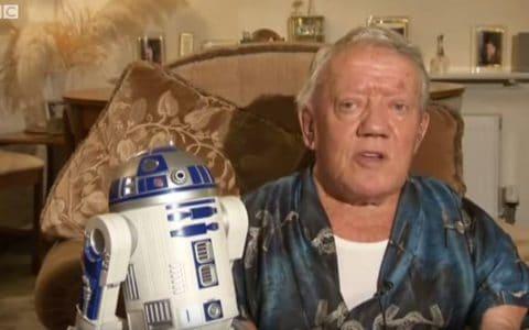 L'acteur Kenny Baker qui incarnait le droide R2-D2 / Capture BBC