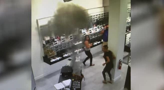 Une cigarette électronique explose dans son sac / Capture Youtube