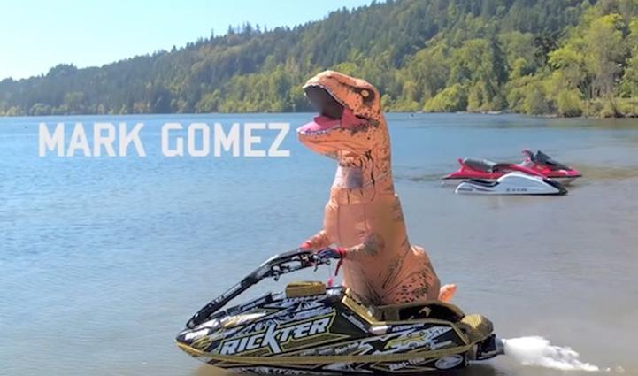 Mark Gomez en T-Rex / Capture Youtube