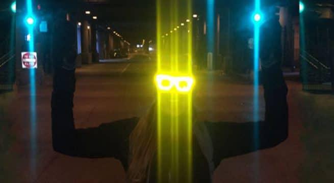 Des lunettes permettant de réfléchir la lumière des flash / Capture http://www.reflectacles.com