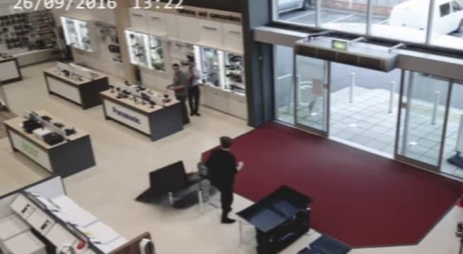Un client cassant quatre télévisions / Capture Youtube