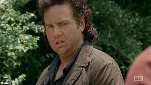 Menacé de mort, l'interprète d'Eugene quitte Twitter — The Walking Dead