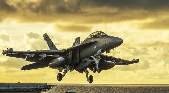 Trump annonce la vente d'avions qui n'existent que dans Call of Duty
