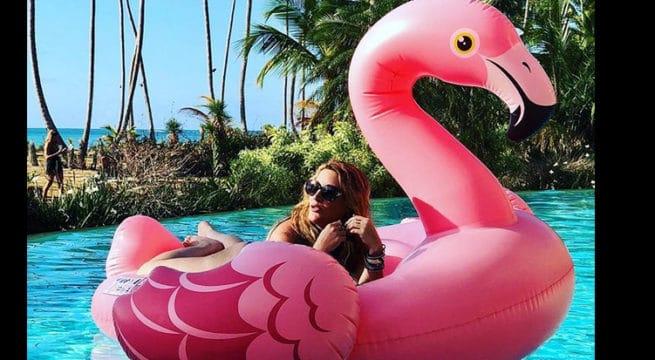 Loana sans complexe: elle s'affiche sexy dans une piscine en posant en bikini (photo)